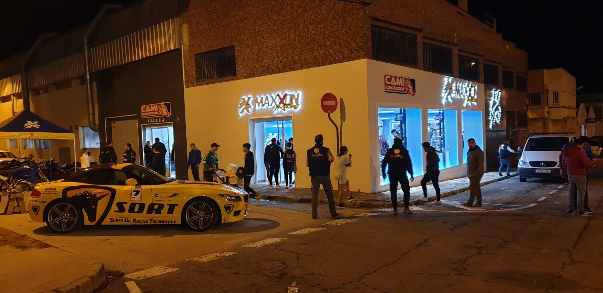 Exteriores de la tienda de Maxxon Racing